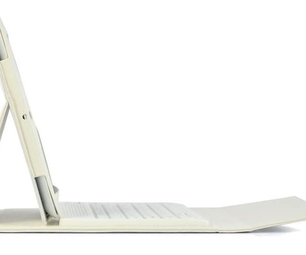 white ipad 23 case with spillproof bluetooth keyboard